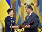 Президент вручил Надежде Савченко орден «Золотая Звезда» Героя Украины