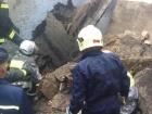 В Киеве обрушилось здание, юношу придавило плитой