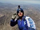 Скайдайвер Люк Эйкинс прыгнул без парашюта с высоты 7,6 км