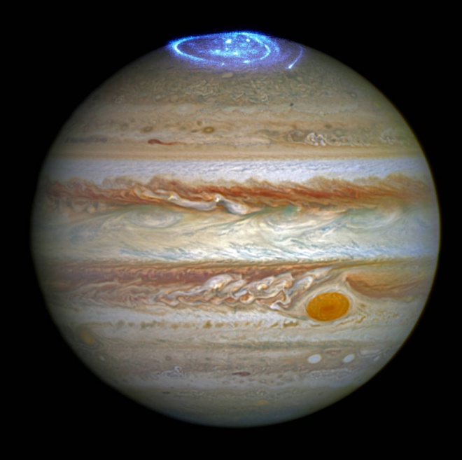 Удивительное полярное сияние на Юпитере - фото