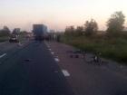 Под Киевом грузовик врезался в группу детей на велосипедах, один ребенок умер