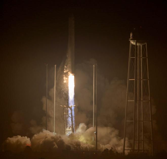 Американо-украинская ракета успешно стартовала к МКС - фото