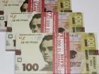 Мужчине выдали в банке пенсию сувенирными банкнотами