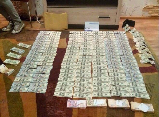 У схваченного судьи-взяточника вДнепре правоохранители провели обыск