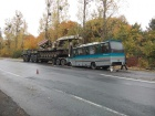В Винницкой области автобус врезался в военный тягач, пострадали 11 человек (видео)