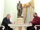 Путин вручил Стивену Сигалу российский паспорт
