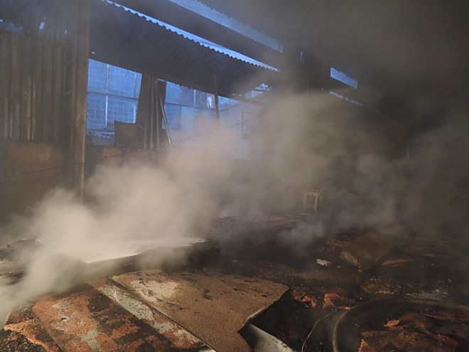 Произошел пожар на заводе имени Лепсе - фото