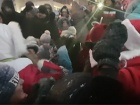 Россияне устроили давку из-за бесплатной банки Кока-Колы (видео)