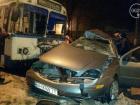 В Мариуполе полицейский на машине врезался в троллейбус, погиб человек