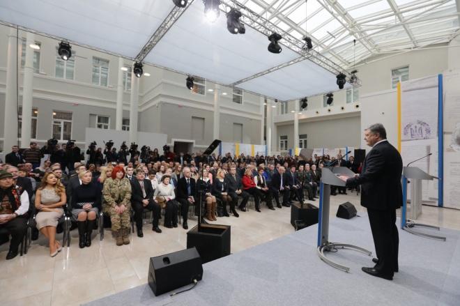 Петр Порошенко: Украина неоткажется отДонбасса