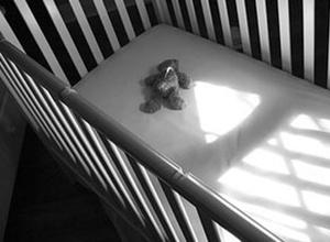 В Казатине малолетняя выбросила своего новорожденного ребенка из окна пятого этажа - фото