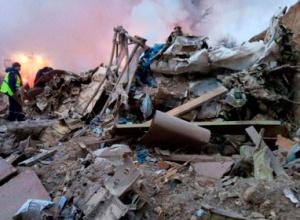 В Кыргызстане самолет упал на дачный поселок, более 30 погибших - фото
