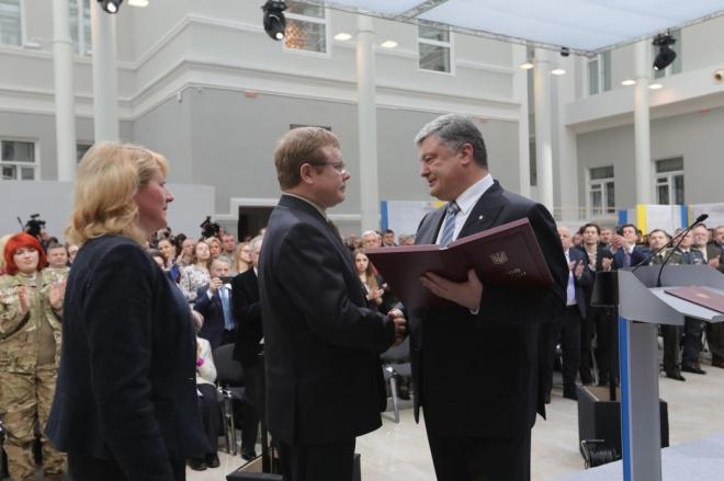 Владимиру Жемчугову присвоено Героя Украины - фото