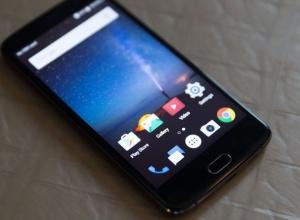 ZTE представил бюджетный смартфон со сдвоенной камерой - фото