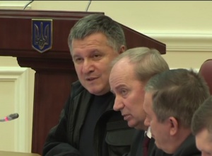 Аваков просит полномочий на урегулирование ситуации с блокадой Донбасса - фото