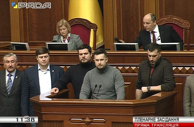 Депутаты-националисты пригрозили распустить Раду - фото