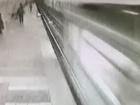 В Харькове женщина упала под поезд метро, осталась жива