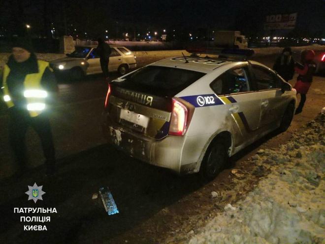 В Киеве на патрульных напал пьяный мужчина, нападающий госпитализирован, - полиция - фото