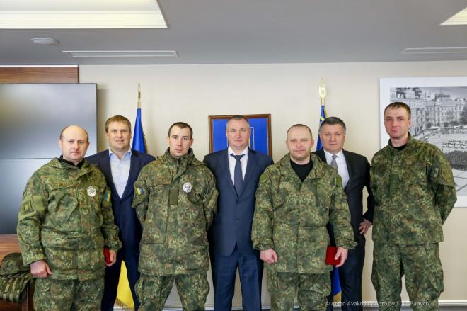 Аваков наградил полицейских, «противостоявших» нардепу Парасюку - фото
