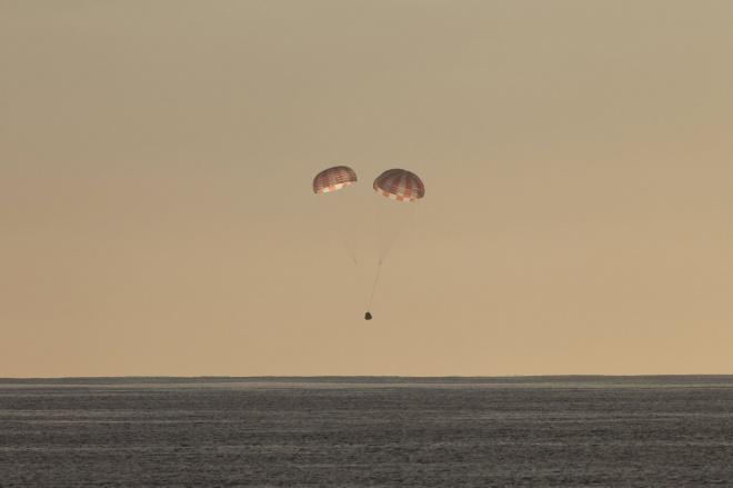 Корабль Dragon успешно доставил на Землю груз с МКС - фото