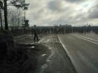 """На Ровенщине янтаредобытчики перекрыли автодорогу """"Киев-Ковель"""""""