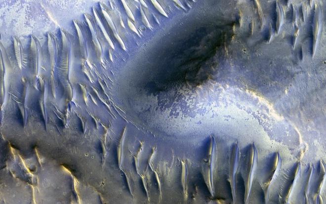 НАСА показала фото уникальных дюн на Марсе - фото
