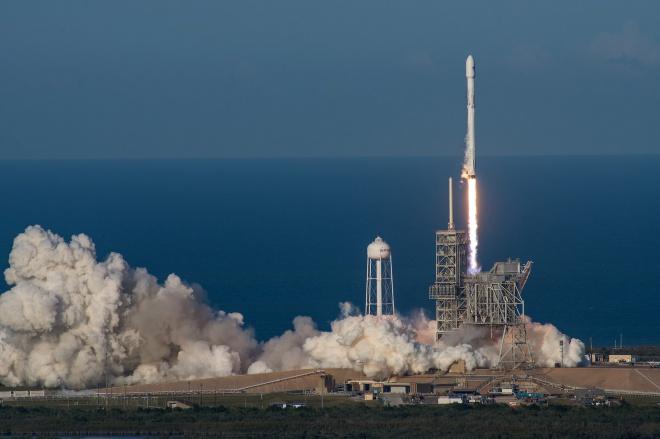 SpaceX во второй раз запустила в космос одну и ту же ракету - фото
