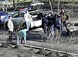 В Киеве патрульные полицейские избили мужчину, который их вызвал (видео) - фото