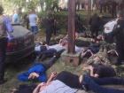 В Винницкой области вооруженные в балаклавах ворвались на зерноток, 6 раненых (видео)