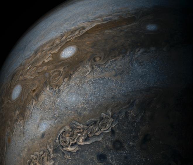 NASA показало изображение ураганов Юпитера