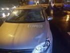 В Киеве автомобиль насмерть сбил водителя троллейбуса, поправлявшего токоприемники