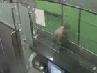 Мужчина вприсядку пытался обойти паспортный контроль в аэропорту «Борисполь»