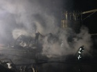 На Позняках возник крупный пожар на складах