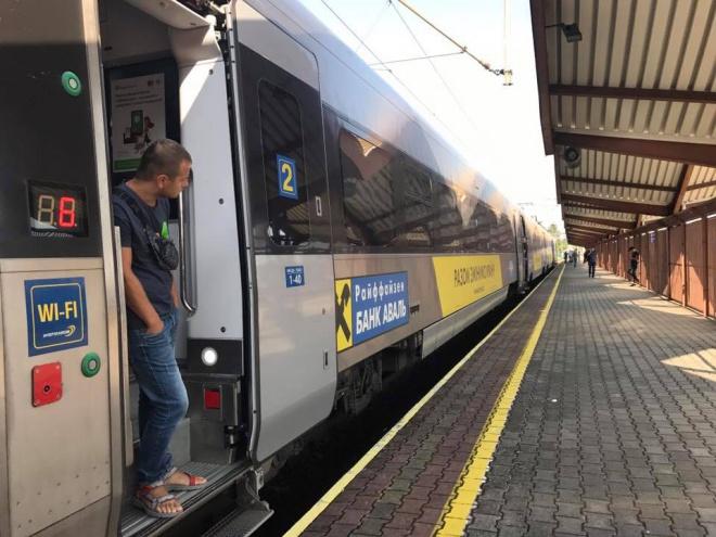 Поезд Интерсити отказался ехать в Украину вместе с Саакашвили - фото