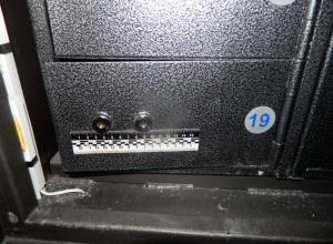 Килограмм золота и $ 350 тыс похитили из депозитных ящиков киевского банка - фото
