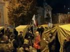 Под Радой установили несколько десятков палаток, со столкновениями