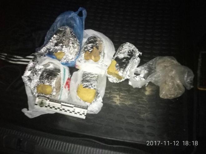 6 кг пластида и детонаторы обнаружила полиция в спальном районе Киева - фото