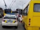 В Киеве маршрутка насмерть сбила двух человек возле остановки