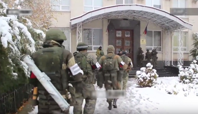 В Луганске захватили здание «прокуратуры» - фото