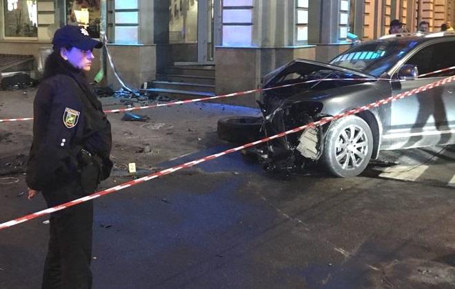 Шофёр Фольксваген выехал назапрещающий знак светофора— Авария вХарькове