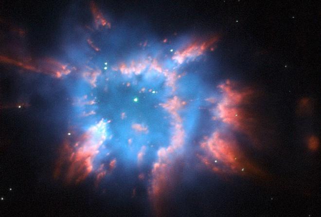 NASA показало «рождественский узор» в космосе - фото