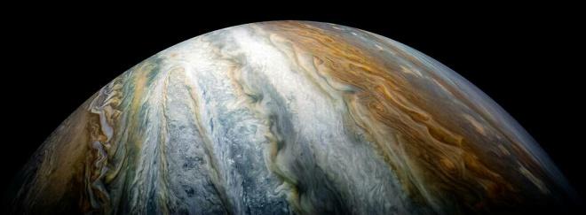 Красочные пояса облаков на Юпитере - фото