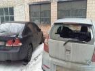 Мужчина топором разбил 13 автомобилей под Соломенским судом Киева