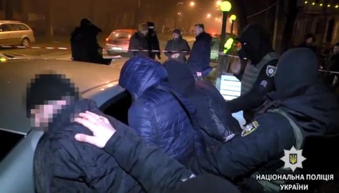 В Одессе полиция задержала трех россиян, угрожавших прохожему ножом - фото
