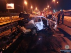 В Киеве возле остановки гранатой взорвали машину на дороге