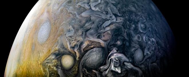Сложные облачные узоры северного полушария Юпитера - фото