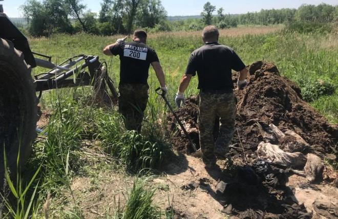Прикопанные мешки с вещами защитников, погибших у Иловайска, найдено на Днепропетровщине - фото