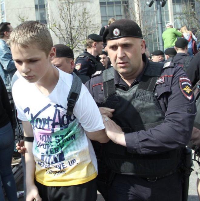 Украина осуждает произвол российского режима во время мирного протеста #ОнНамНеЦарь - фото