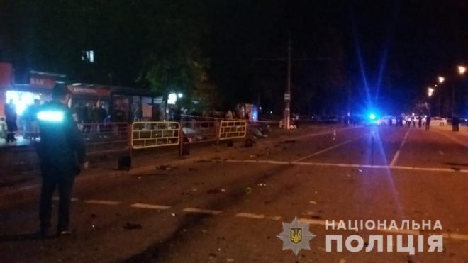 В Одессе автомобиль влетел в остановку, погибли 3 человека. Обновлено - фото