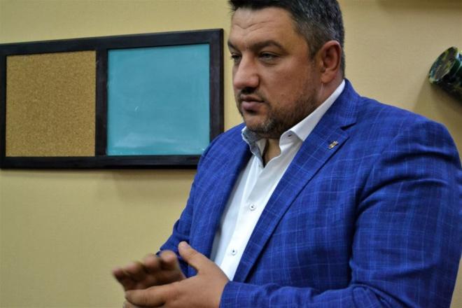 Депутат Киевсовета Петр Кузык ранил себя из пистолета - фото